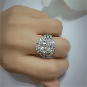 bf64f5a42 Jewelry - (Size 6.5) 10k gold engagement ring set